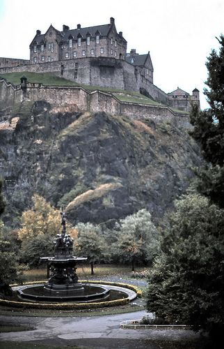Most Haunted Castle In Scotland | Top 10 most haunted places Scotland Edinburgh Castle