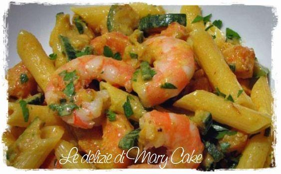 Ingredienti per 4 persone 350 g di pasta 150 g di gamberetti 150 g di zucchini 40 g di basilico 40 g di porri 5 cucchiai di olio extravergine di oliva sale