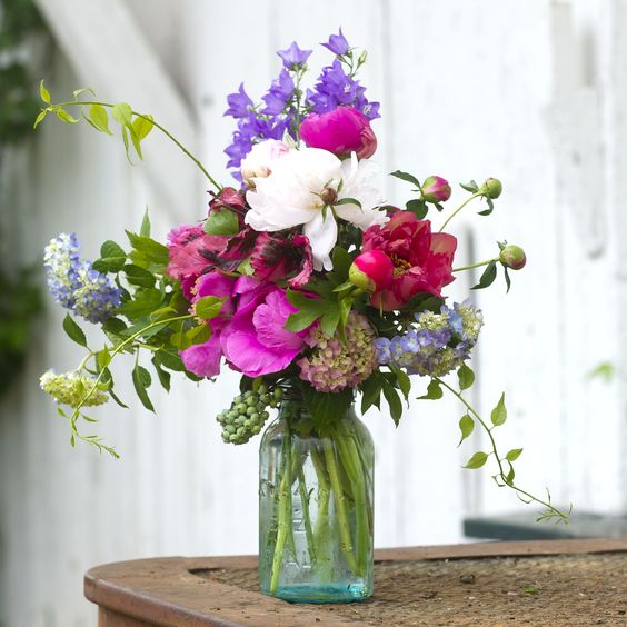 See how to grow more hydrangea flowers so you can use them in beautiful flower arrangements! Gardening and growing them at home can safe you a lot of money since store-bought bouquets can be pricey.