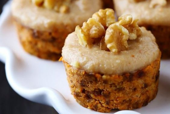 Raw Carrot Cake With Cashew Vanilla Frosting2