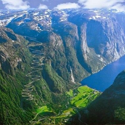 Belle route et chlorophylle – Lysefjorden Norvège