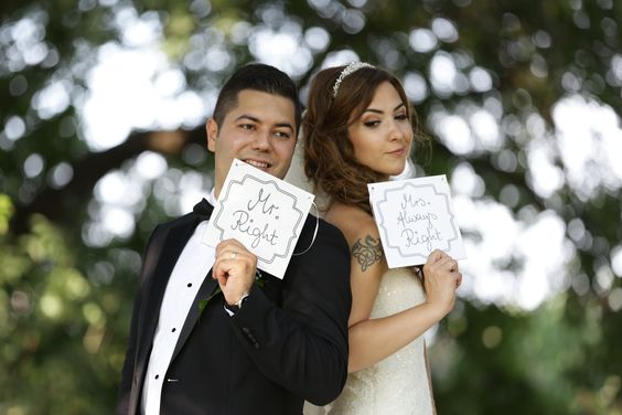 These lovely Mr. & Mrs. signs are from Tchibo's online store