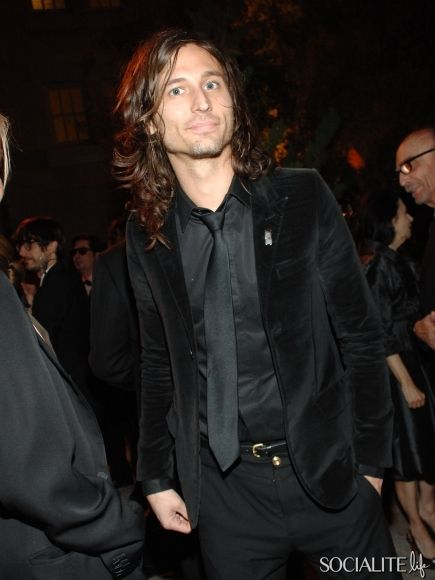 how tall is nick valensi