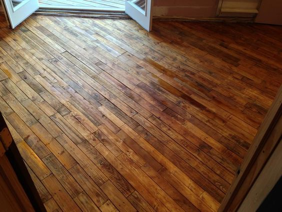 my pallet wood floor took over 30 pallets to make and 4