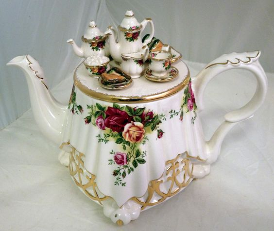 Royal Albert Unique Old Country Roses Teapot Like Table