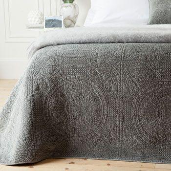 Velvet quilt by zara home love she makes her house a for Grey velvet comforter