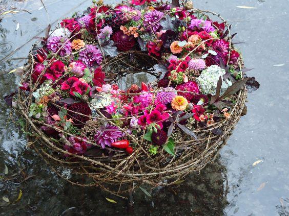 Kranz im Freien, Design: Daniela Renner Blumen Renner Lörrach(Beitrag zum Barcelona World Flower Cup 2014)