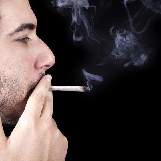 Fumar maconha é 4 vezes mais perigoso para homens