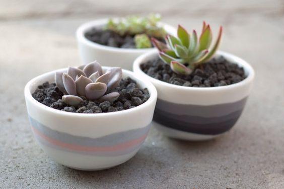 Tazón de porcelana con rayas orgánicos
