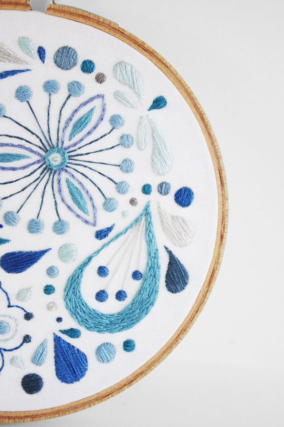 Abstract Blue Flowers Satin Stitch Sampler 5 par sometimesiswirl