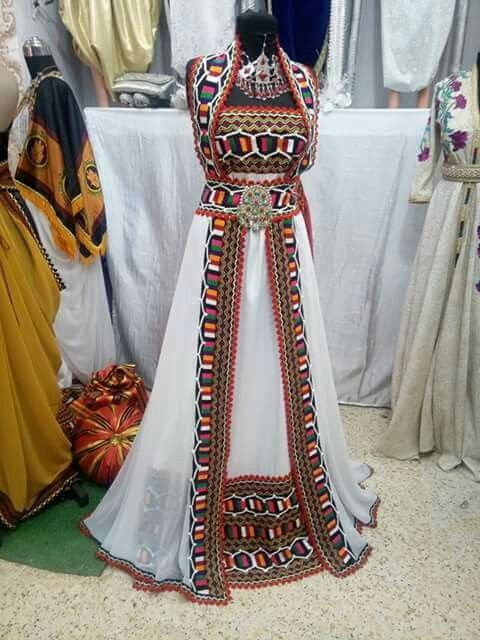 Tenue Algérienne Robe Kabyle. La tenue de mariage kabyle est une des robes  algériennes les plus uniques des grandes tenues traditionnelles de la  tendance