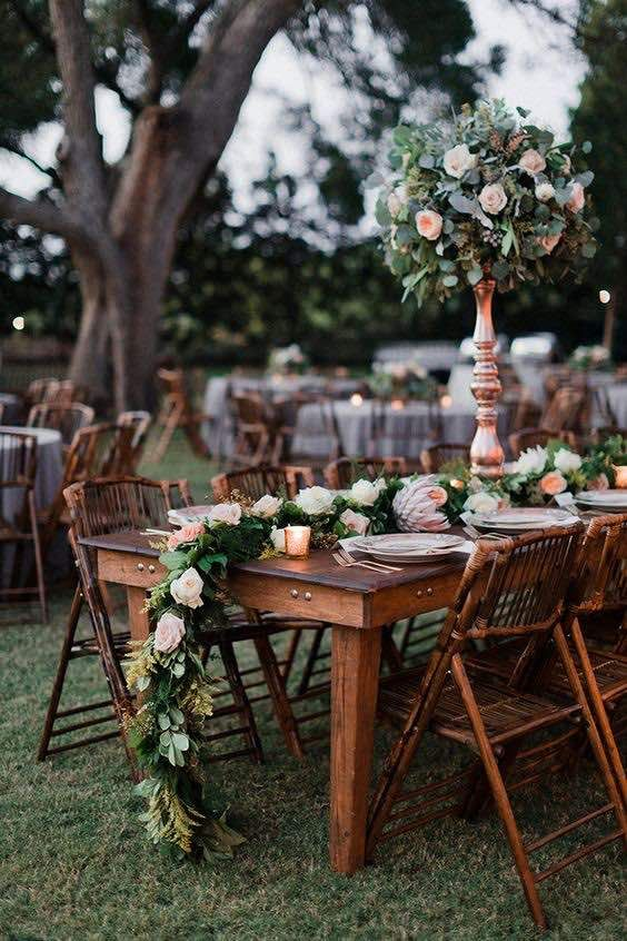 Caminos de mesa para bodas al aire libre. Dallas Wedding - Amber + Clinton. Fotografía: Brides of North Texas: