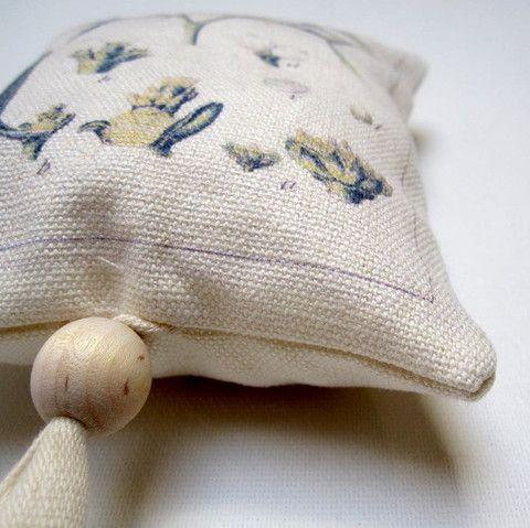 fabric mistletoe ornament - p i ' l o