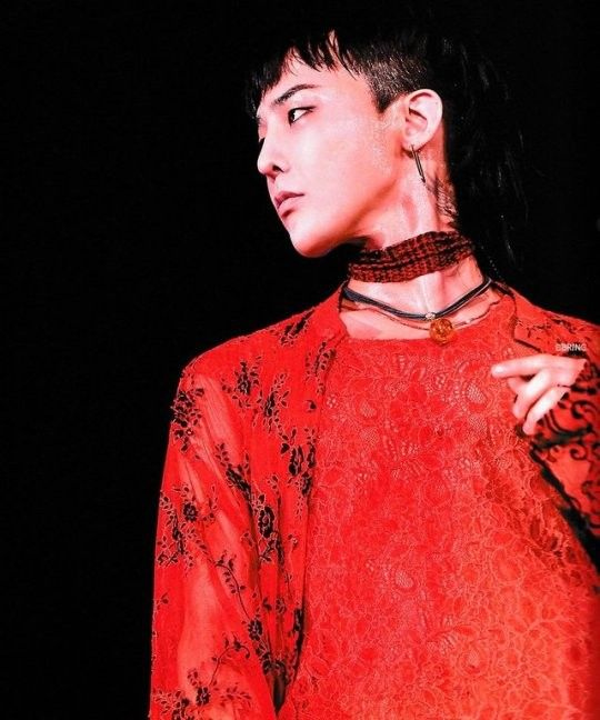 G-DRAGON 2017 WORLD TOUR <ACT III, M.O.T.T.E> IN JAPAN Photobook ...