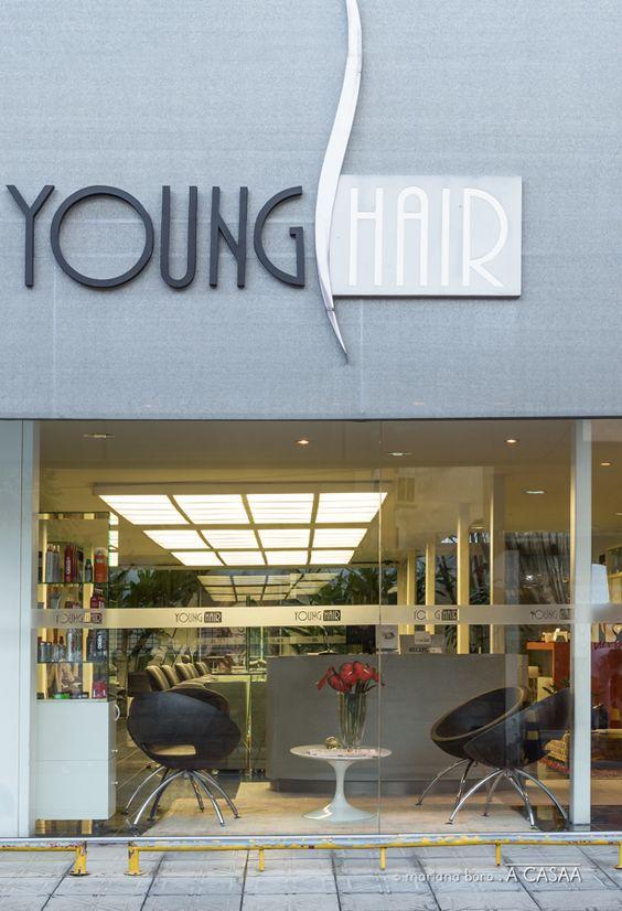 Projeto da Allume Arquitetura de Iluminação para o Salão de Beleza Young Hair em Florianópolis, SC. Arquitetas Marina Makowieki e Paola Simoni.