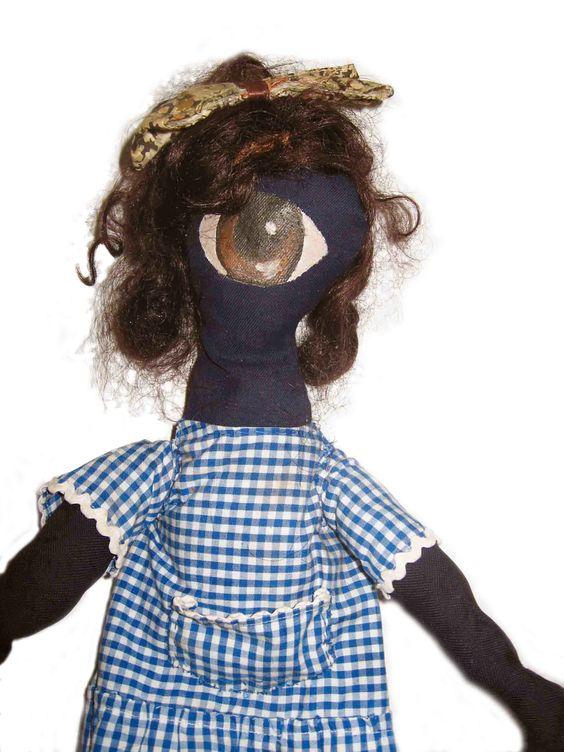Muñeca de trapo realizada a mano.