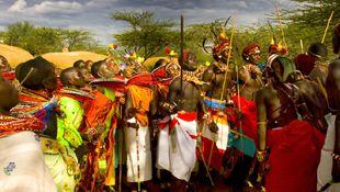 Situada en África Oriental y atravesada por la línea del Ecuador, Kenia es la tierra de los masai y también el escenario de los mejores safaris fotográficos de todo el continente. Viajar a Kenia permite descubrir que hay mucho más que safaris organizados y lodges lujosos para recordar Memorias de África. Solo hay que acercarse a las relajadas costas del Índico (Mombasa, Lamu, Malindi...) o viajar a otros parques y reservas menos turísticas, como las de Meru, Samburu o Amboseli. Leer más…