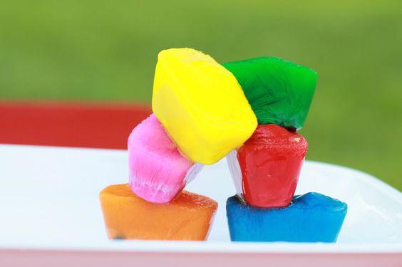 #DIY Colorear con hielo: haz una pintura con hielos de colores! Una entretenida #Manualidad de #Verano: