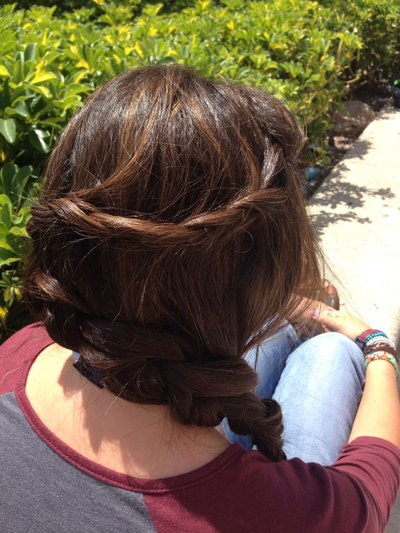Kind of back view of the third braid