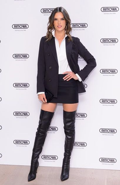 Alessandra Ambrosio com Over the Knee e Blazer