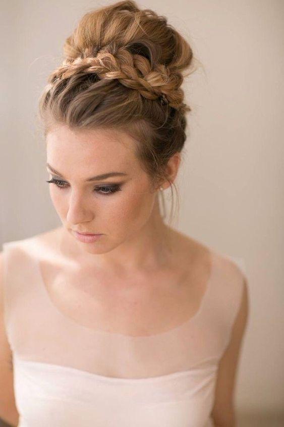 15 Belles Coiffures De Chignon De Mariage High Bun Fashiotopia Haitstyle Ideas In 2020 Braided Bun Hairstyles Medium Hair Styles Homecoming Hairstyles