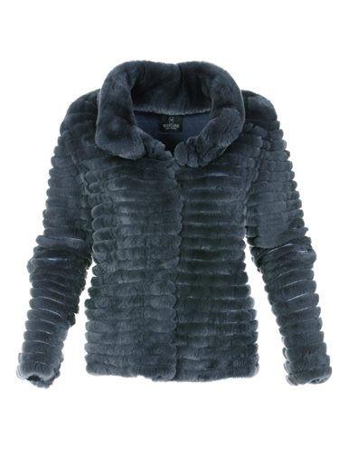 Pelzjacke aus Rexkanin, Schmale Damen-Jeans mit Push-up-Effekt, Große Handtasche aus echtem Leder, Veloursleder-Pumps in Plateau-Form mit hohem, breiteren Absatz, Damen Veloursledergürtel mit schlichter Schließe