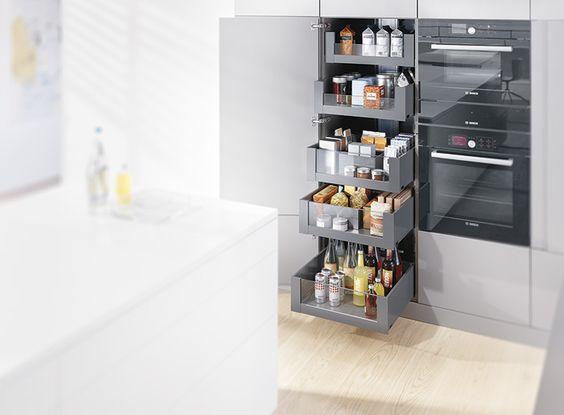 Blum voorraadkast keuken met handige indeling Legrabox   moderne apothekerskast   Keukens