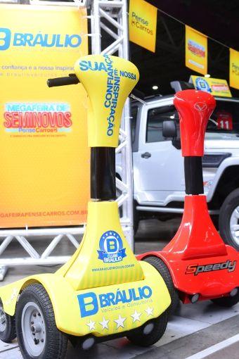 Pense Carros testa o primeiro veículo elétrico produzido no Brasil   Pense Carros - Pense Carros