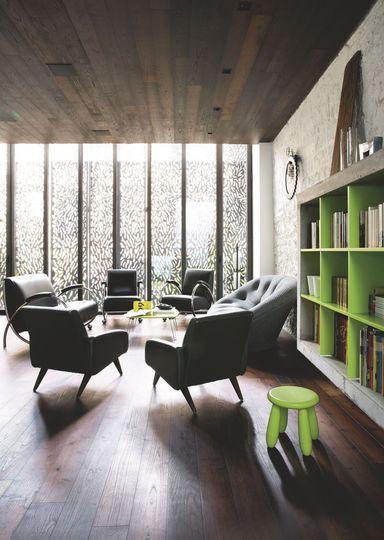 dans cette maison saint germain des prs le salon se veut - Salon Ultra Moderne