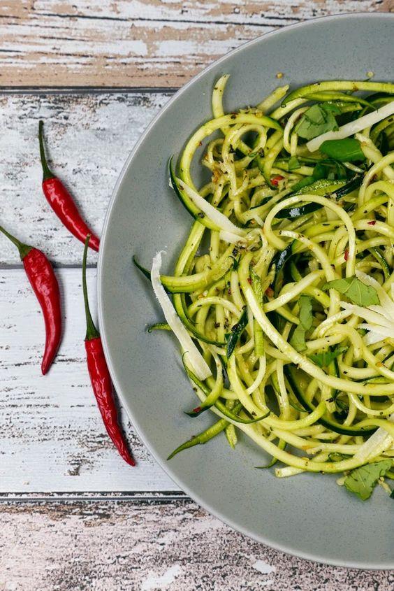 Low Carb Zucchini-Spaghetti aglio e olio - Gaumenfreundin - Foodblog aus Köln mit leckeren Rezepten von der schnellen Küche bis Low Carb