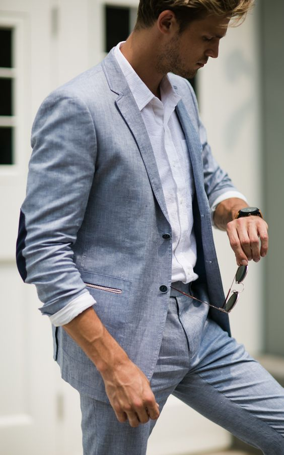 The perfect balance of breathability and comfort, linen suits are our go-to for the summer.