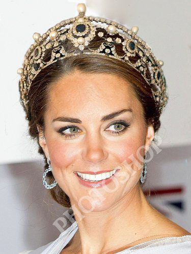 Beauty Buzz Kate Middleton Named UKs Most Naturally Beautiful Woman, Plus Halloween Treats and More