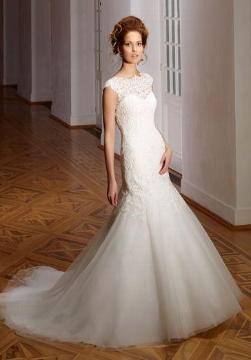 Elegantes schmal geschnittenes Brautkleid im Meerjungfrauen-Stil aus Spitze in Elfenbein - von Diane Legrand