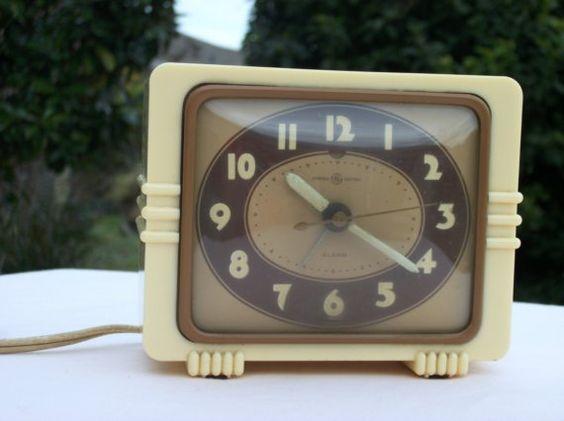Electric Alarm Clock ~ Vintage general electric alarm clock
