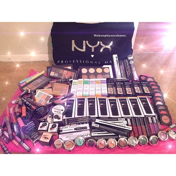 My NYX surprise glam bag!! When you work for a company who shows you so much love and respects your craft ❤️❤️ thank you sooo much @nyxcosmetics for blessing me with these amazing products!!  you guys are always so good to me ❤️ New haul and videos featuring @nyxcosmetics coming soon  #nyxcosmetics #nyx