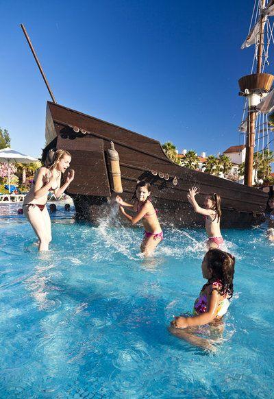 Hoteles playeros para ir con niños. Diez alojamientos en la playa o muy cerca donde los pequeños se lo pasan en grande.