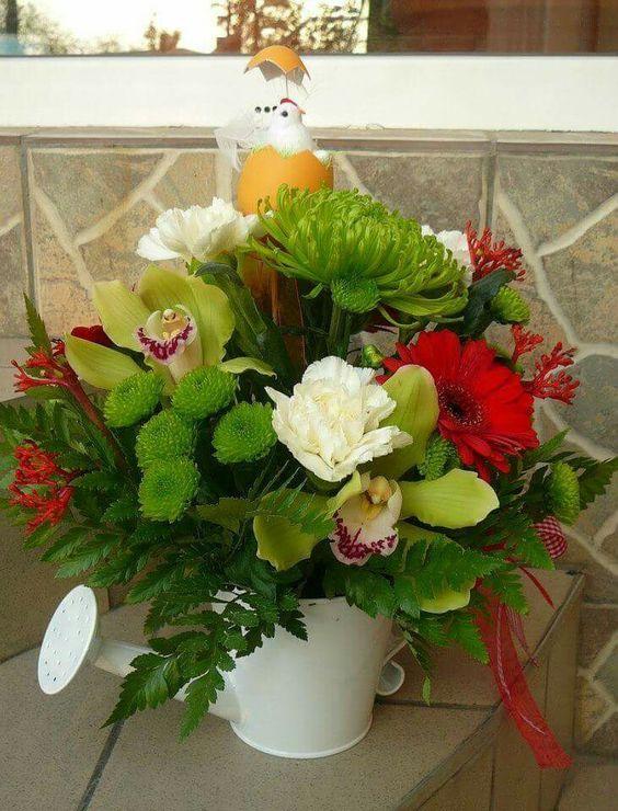 Linds base de regadera de metal con orquideas ,gerberas y rosas