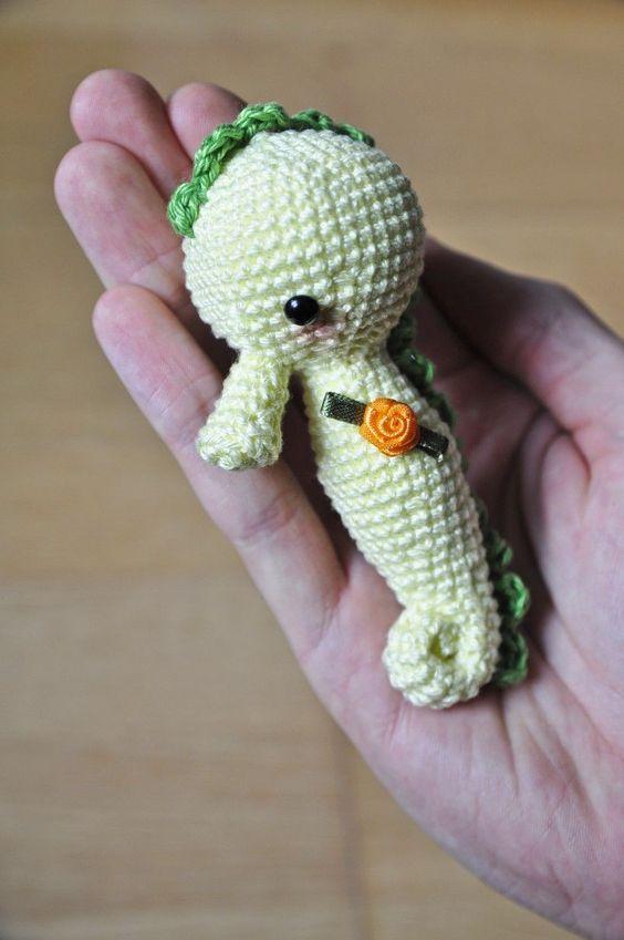 Make It: Seahorse - Free Crochet Pattern #crochet #amigurumi #free #ravelry: