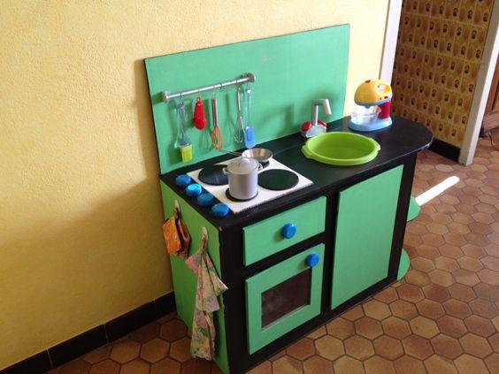cuisini re d nette en carton cuisine pour enfant pinterest cuisine. Black Bedroom Furniture Sets. Home Design Ideas