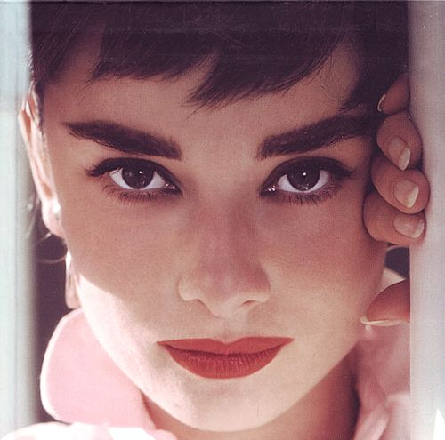 ultima classico ~ red lips and full eyebrows. Awe Audrey:)