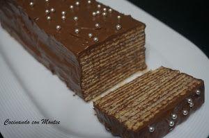 No te vas a creer lo fácil que es de hacer esta tarta de chocolate y galletas del blog COCINANDO CON MONTSE. Y lo mejor es que queda riquísim