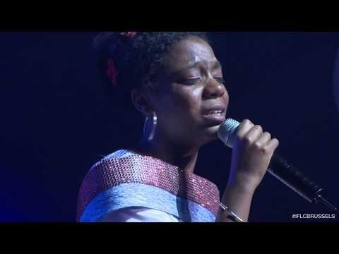 Ben Yoruldum Hayat Romina Frankee Youtube World Of Color Concert Turku