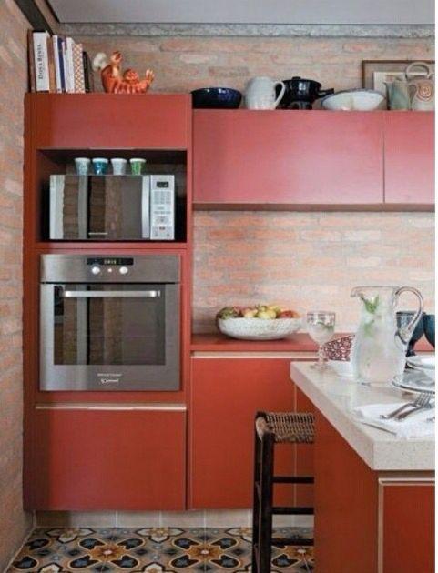 Nunca pensei em móveis para a cozinha neste tom.. Mas não me incomoda! xD