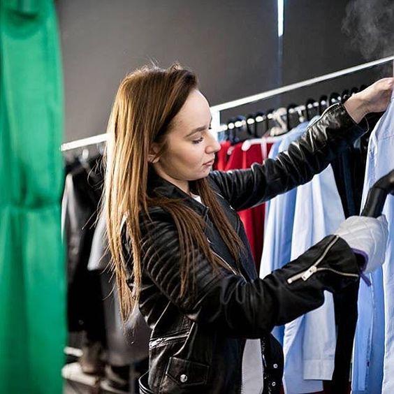 @steamaster zawsze ratuje mnie na planie! ❤️ #stylist #aleksandraorawczak #avon #commercial #fashion #polishgirl #warsaw #studio #instasize