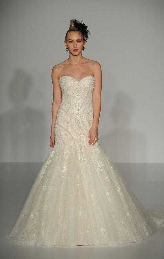 Strapless trumpet wedding dress with sweetheart neckline #weddinggown