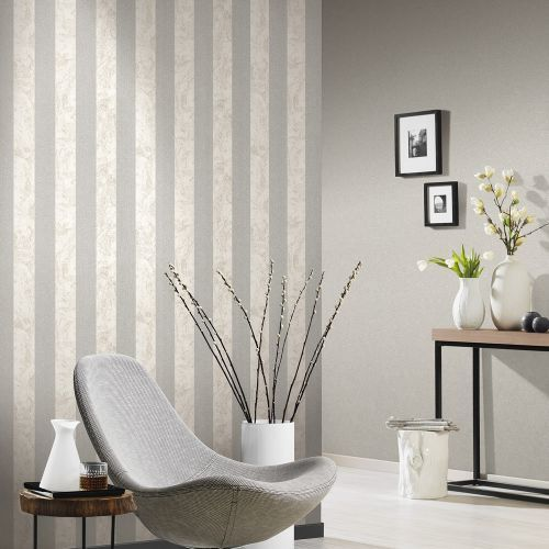 Living Room Cream And Silver Wallpaper