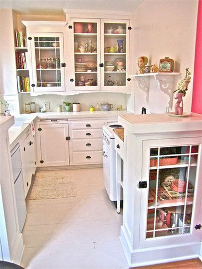 This is the cutest teeny kitchen I have ever seen. It's also larger than mine...