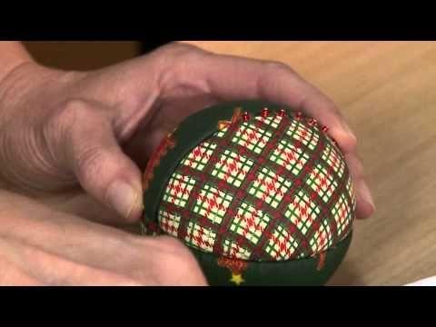 Feito Por Mim! O Artesanato que Você Pode Fazer!: Bolas de Árvore de Natal Feitas de Isopor