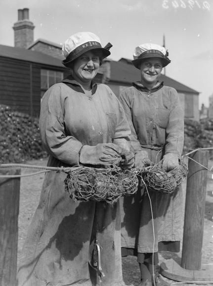 © IWM (Q 19643). IWM caption 'Ratings of WRNS mine net workers wiring together glass floats' in collection WOMEN'S ROYAL NAVAL SERVICE HOME FRONT 1917-1918