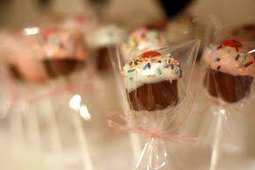 Make Your Cupcakes Pop! « bakerella.com So cute!